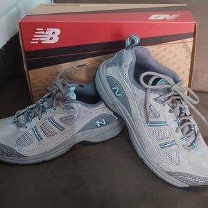 New balance hiking shoes 8 new